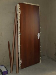 Входная дверь от застройщика