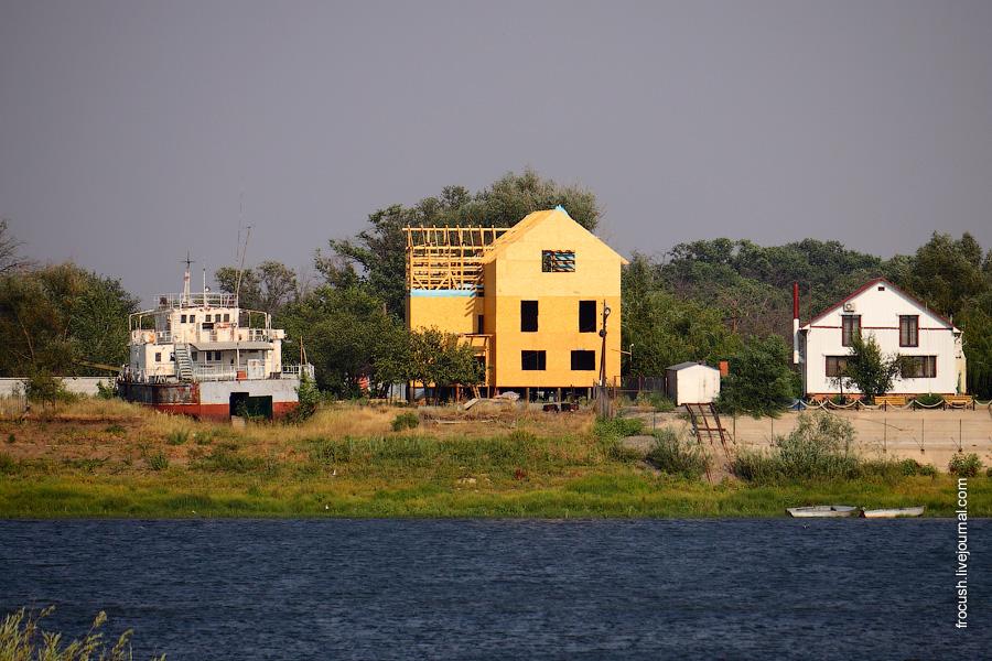постройки на берегу