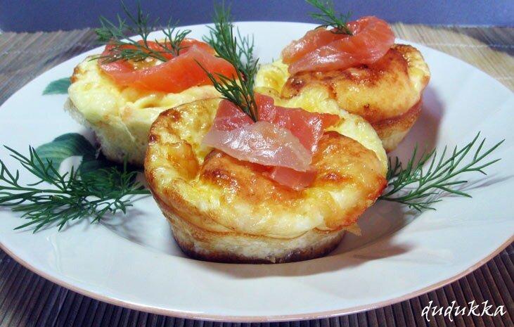 Омлет с красной рыбой и сыром