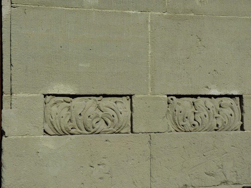 Деталь стены