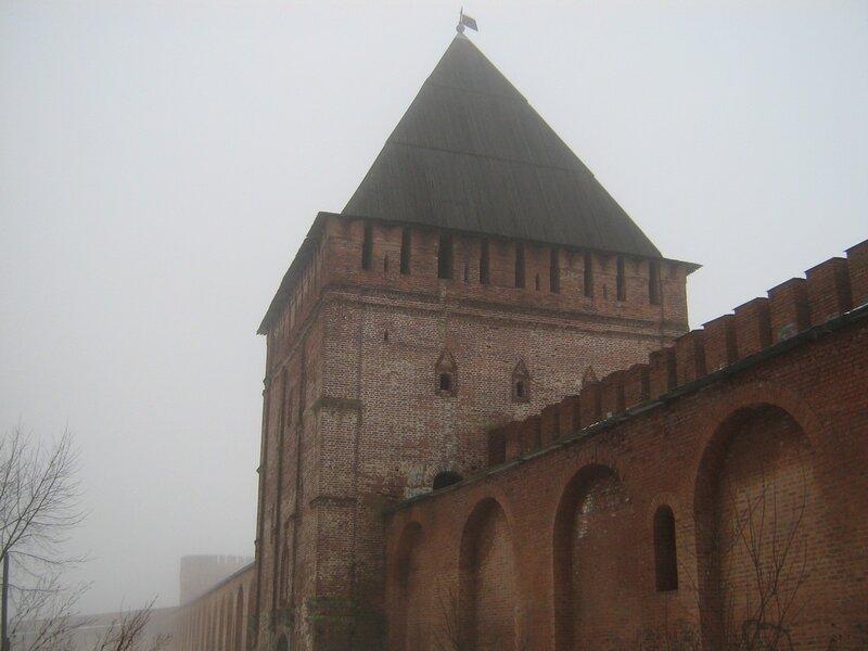 у Кремёвской стены. башенка - одна из многих