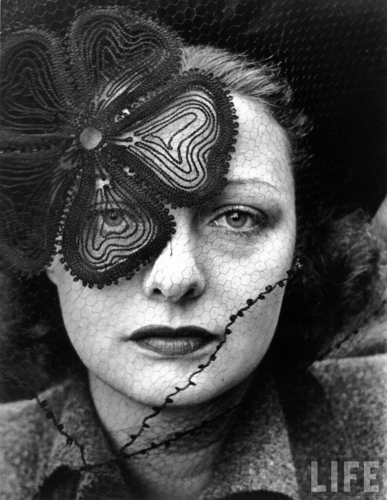 Alfred Eisenstaedt - Hat and veil by Lilly Dache, 1937