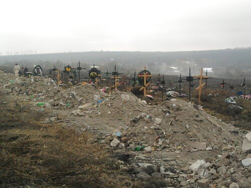 Городское кладбище Бельц превратили в строительную свалку