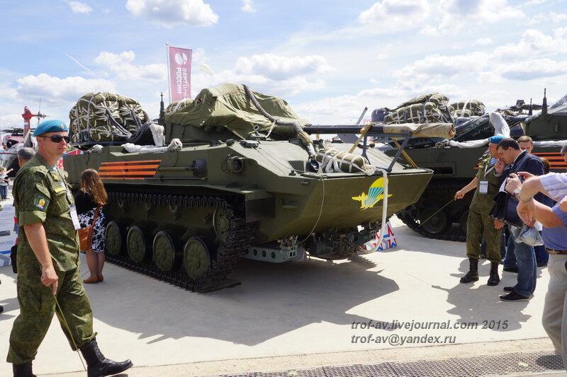 БМД-4 и бесплатформенно-парашютная система ПБС Бахча-У, Форум Армия-2015, парк Патриот