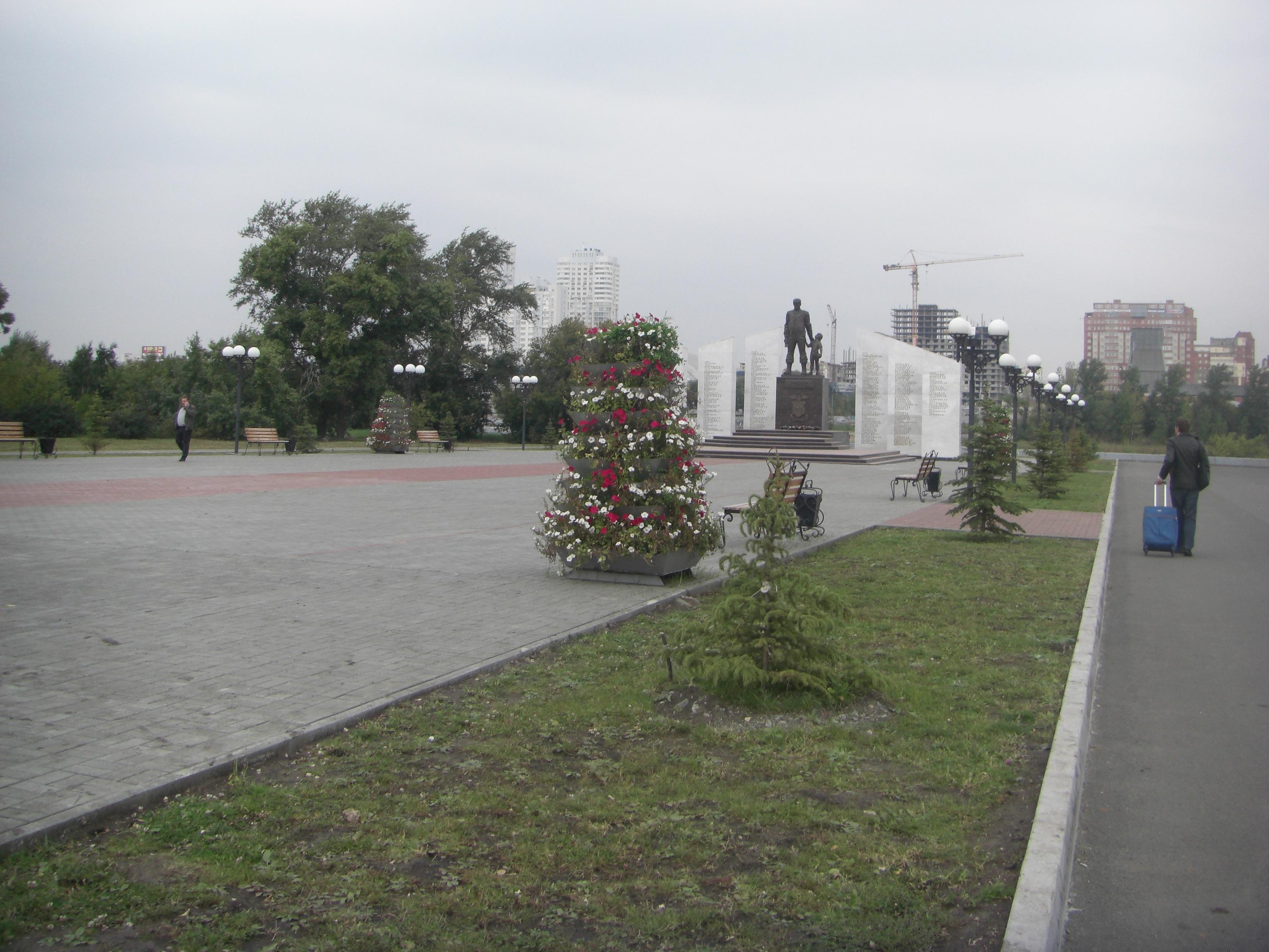 Вид на мемориал со стороны улицы Труда (26.05.2015)