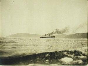 Вид одного из ледоколов  на озере после начала навигации