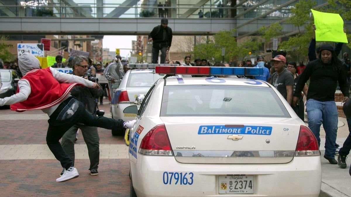 Конец полицейскому государству: Массовые протесты и уличные погромы в Балтиморе (США) (27)