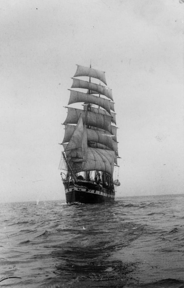 StateLibQld_1_78606_Grand_Duchess_Maria_Nicholaevna_(Ship).jpg