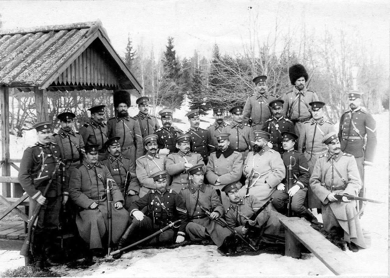 55. Группа пограничников Раяйокского отряда. Белоостров. 1908