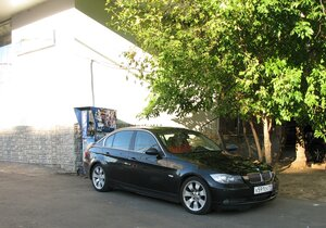 Брат за рулём любимого BMW