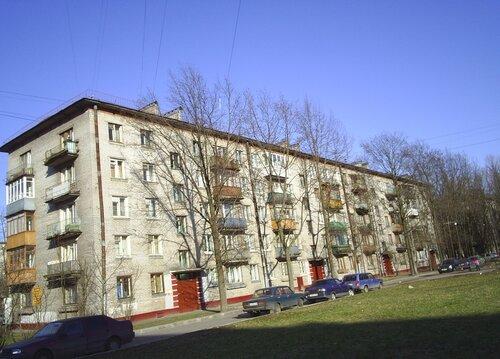 ул. Ленсовета 81