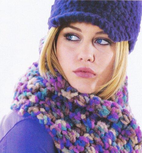 шапочка с козырьком и шарф