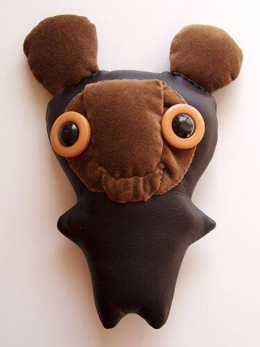 Мишка из кожзама с плюшевой мордочкой.