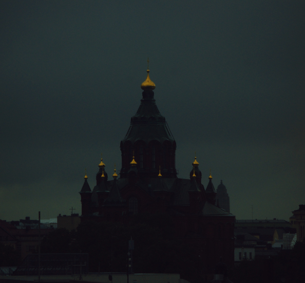 храм с золотыми куполами