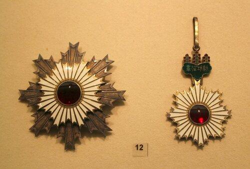 Звезда и знак ордена Восходящего солнца