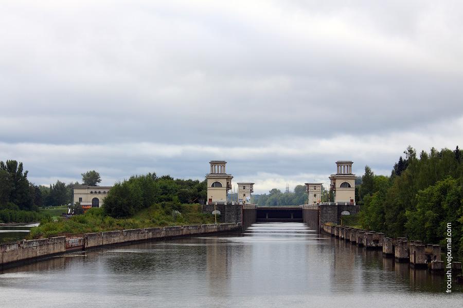 Шлюз №5 канала имени Москвы. Вид со стороны нижнего бьефа