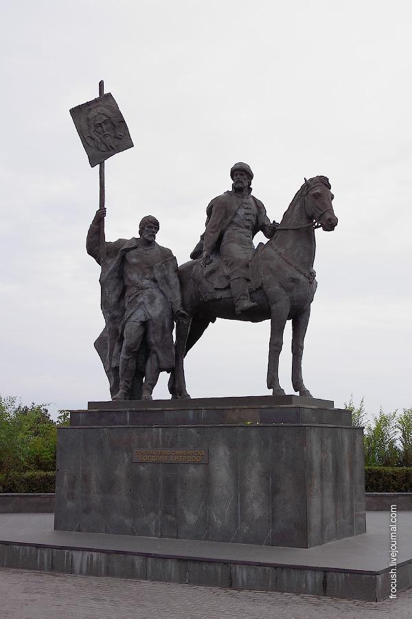 Памятник основателю Симбирска воеводе Богдану Матвеевичу Хитрово