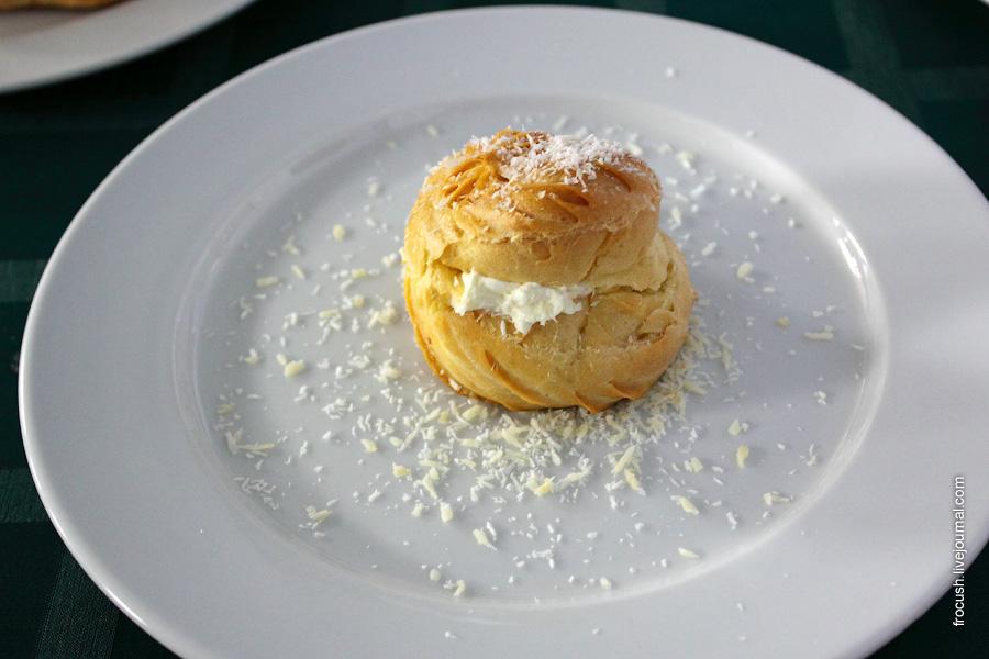 Пирожное заварное со взбитыми сливками