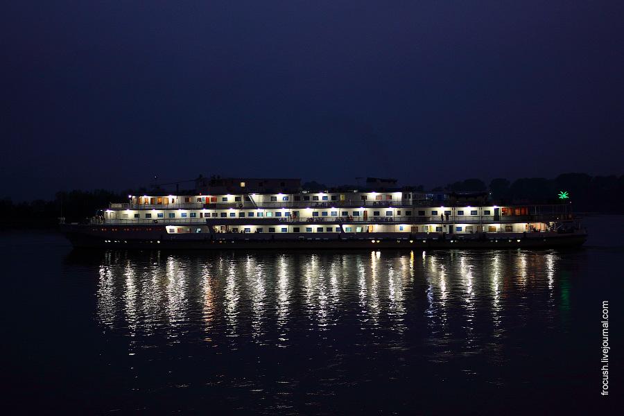 16 августа 2010 года 21:07. Порт Казани. Теплоход «Президент». Вечернее фото