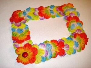 Рама из искусственных цветов