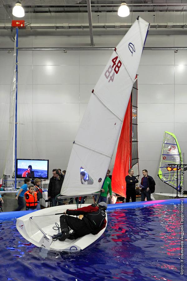 тренировочный парусный центр на выставке катров и яхт