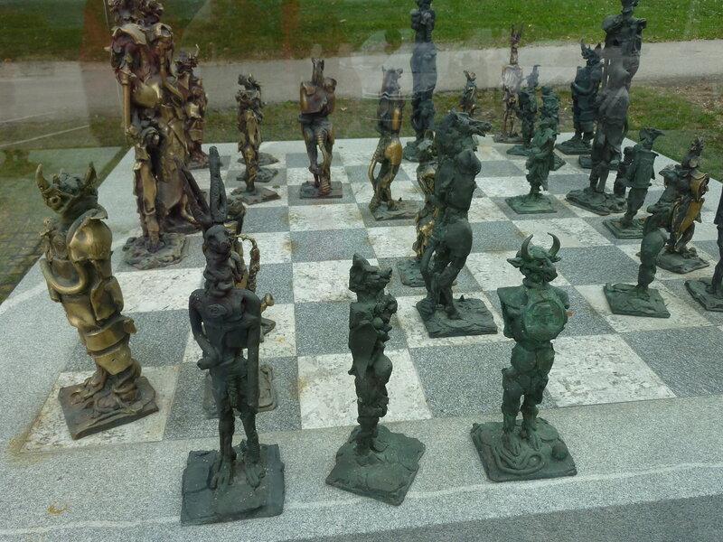 Странные шахматы на набережной Бледа
