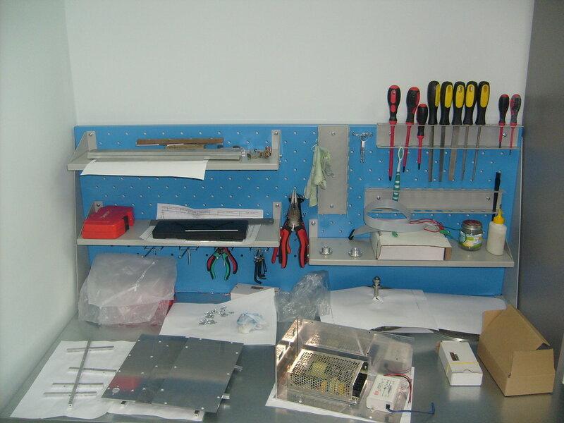 новое рабочее место в кабинете, собираю коробку для системы управления