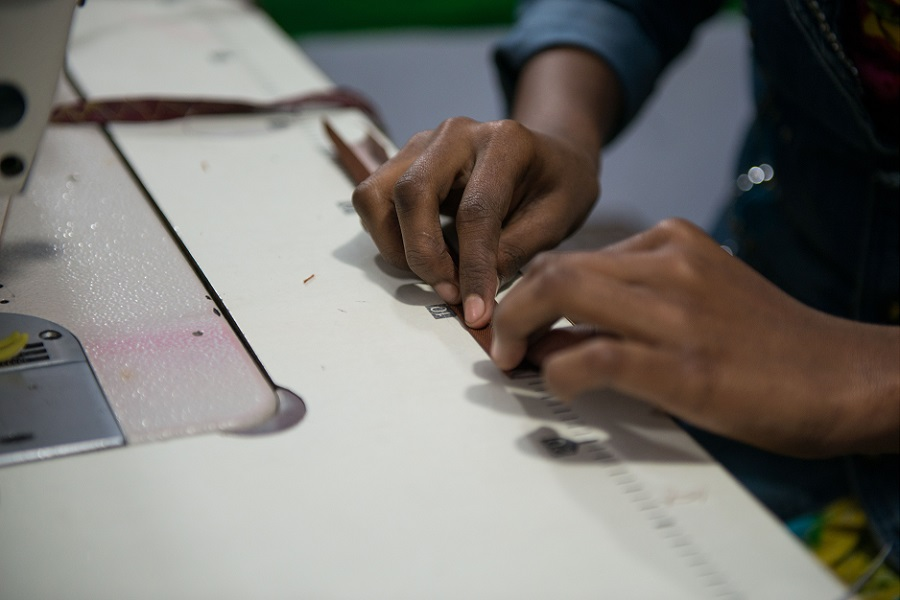 За этикеткой: фотограф изучил швейную промышленность в Бангладеш