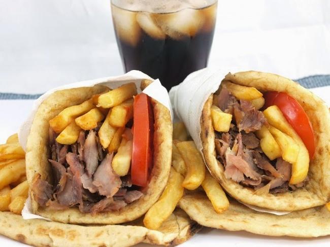 Традиционная греческая закуска, сходная стурецким донером или арабской шаурмой. Разница втом, что