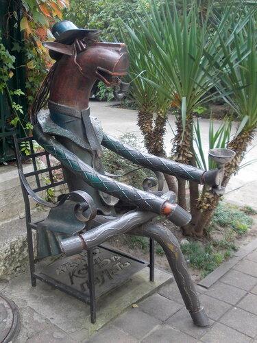 """Сочи. Скульптура """"Конь в пальто"""""""