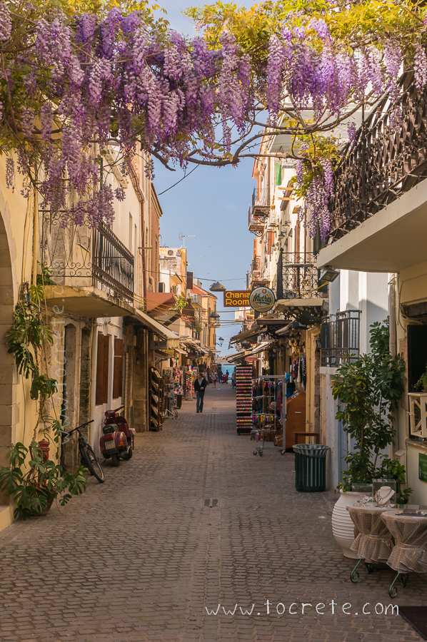 Улочка Старого Города в Ханье весной | Street in Old Town of Chania at Spring