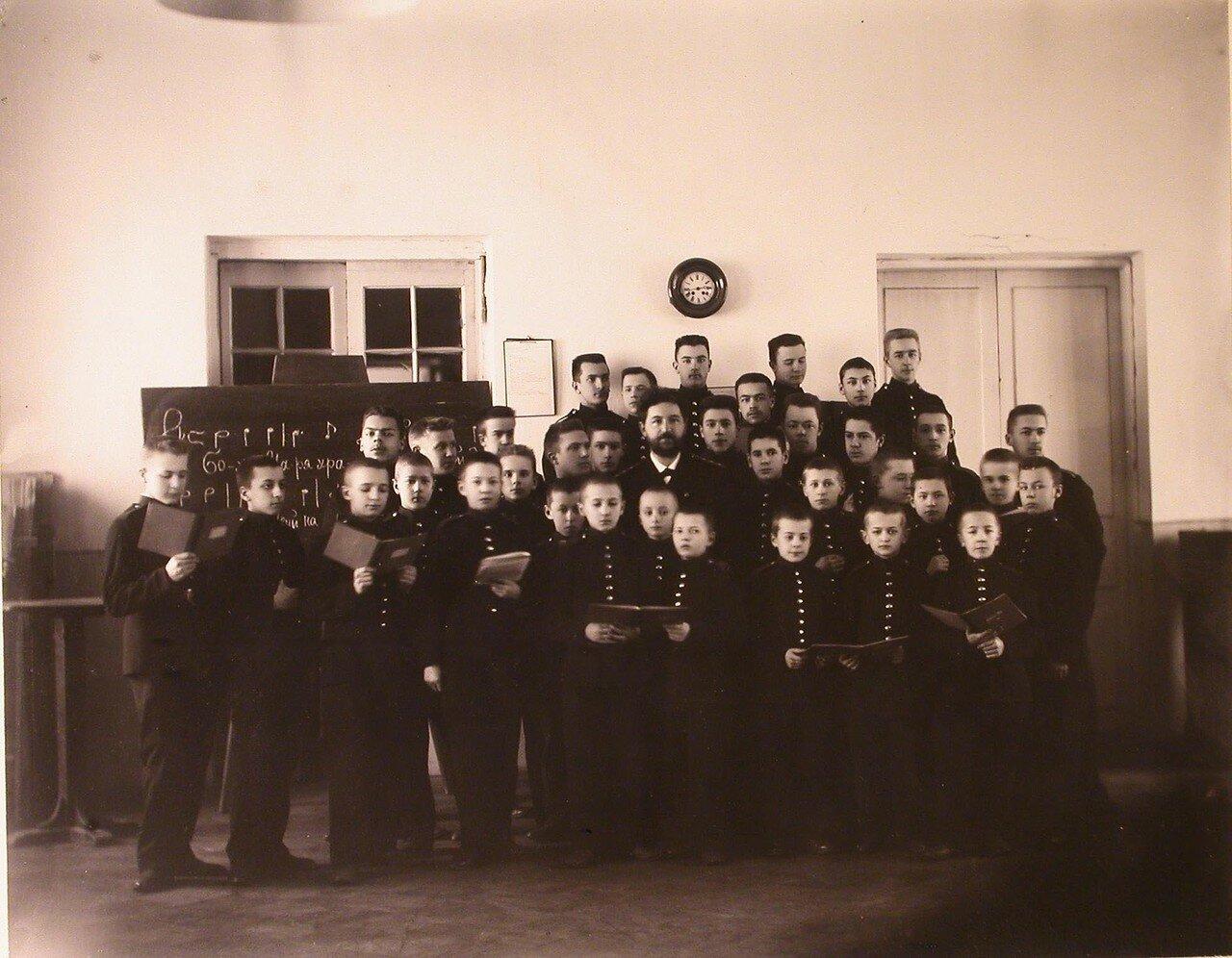 13. Воспитанники кадетского корпуса во время урока пения