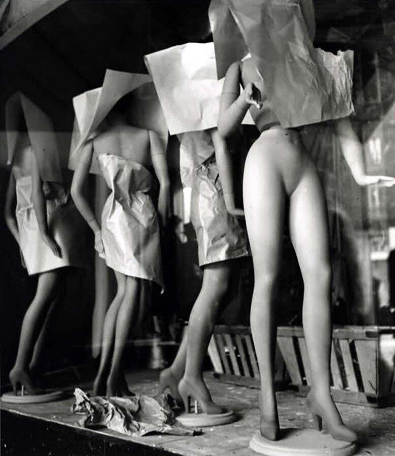 1949. Галерея Лафайет, Париж