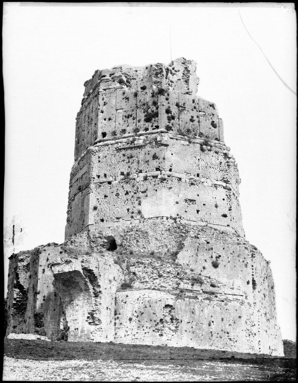 1855.  Галло-римская башня Мань