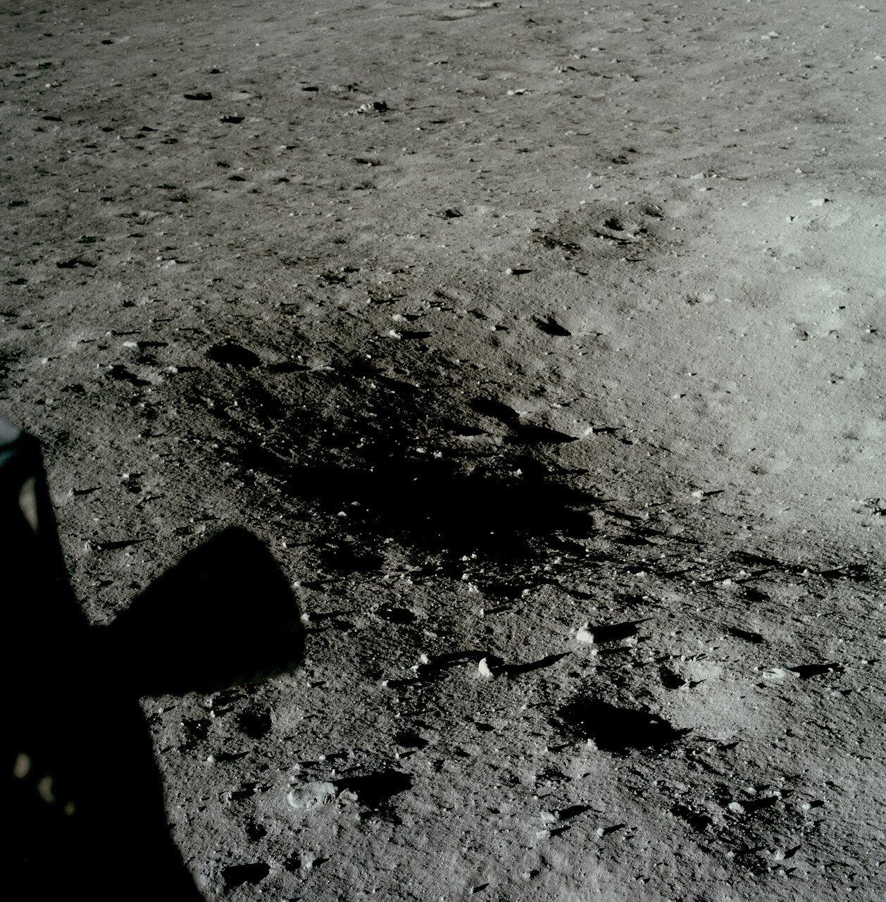 Переворот лунного модуля в вертикальное положение давал командиру не только обзор района посадки, но и возможность менять точку прилунения.