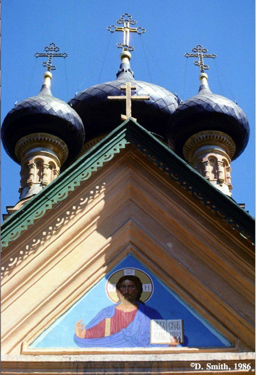Крым. Ялта. Купола православной церкви
