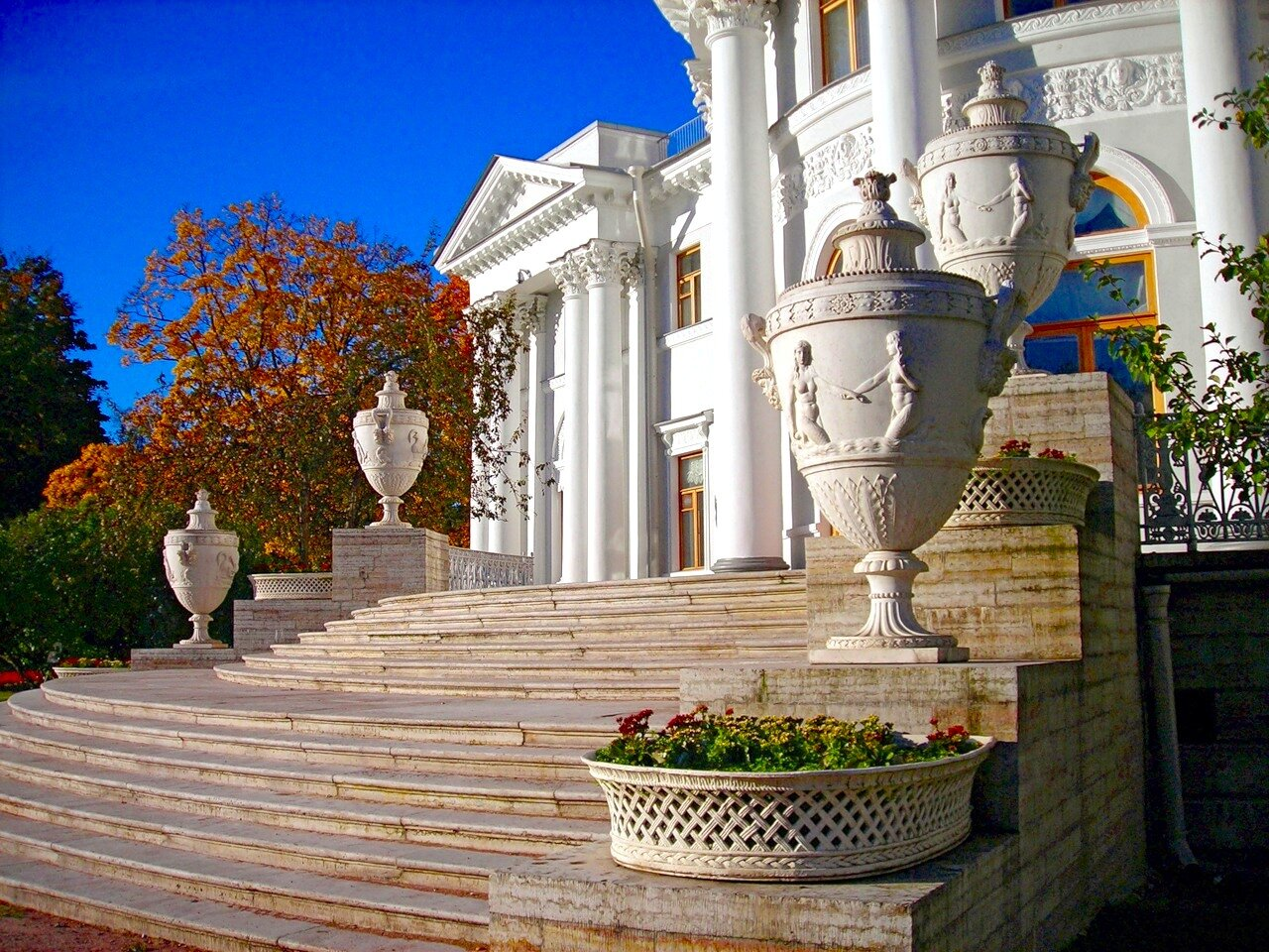 Восточный фасад дворца