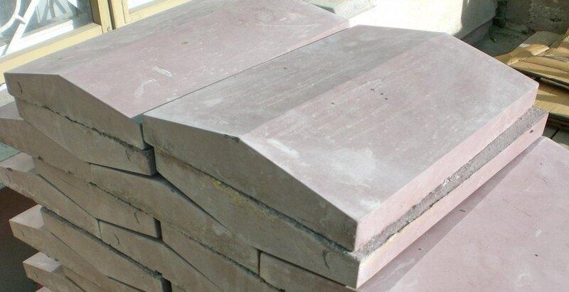 Крышка бетонная 2-х скатная для заборов и столбов, 270мм х 390мм