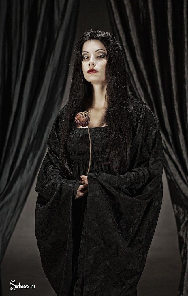 Addams-Morticia1.jpg