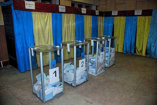 Нічна варта, або Як рахують голоси виборців? Фото