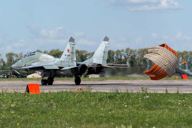 Микоян-Гуревич МиГ-29УБ (RF-92265 / 34 красный) D809912