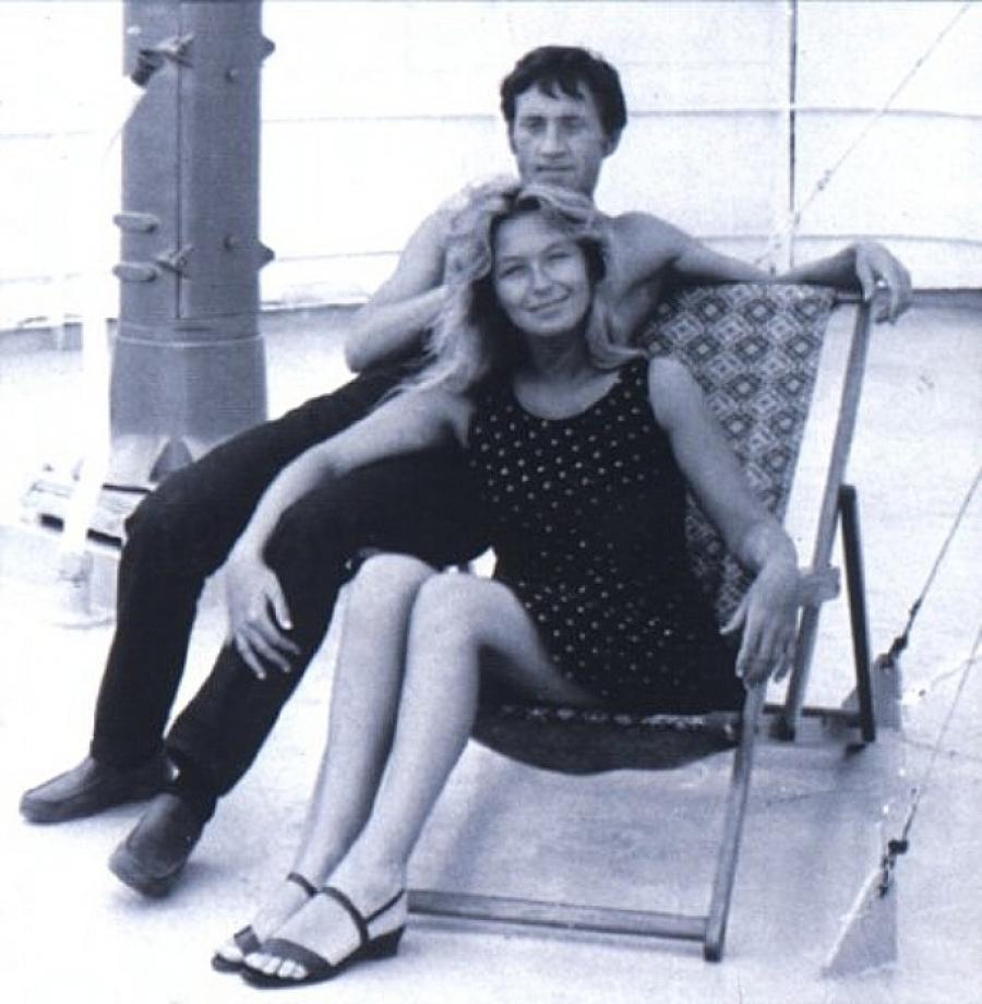 И вот уже вскоре, 13 января 1970 года, в арендованной на время московской квартире состоялась свадьб