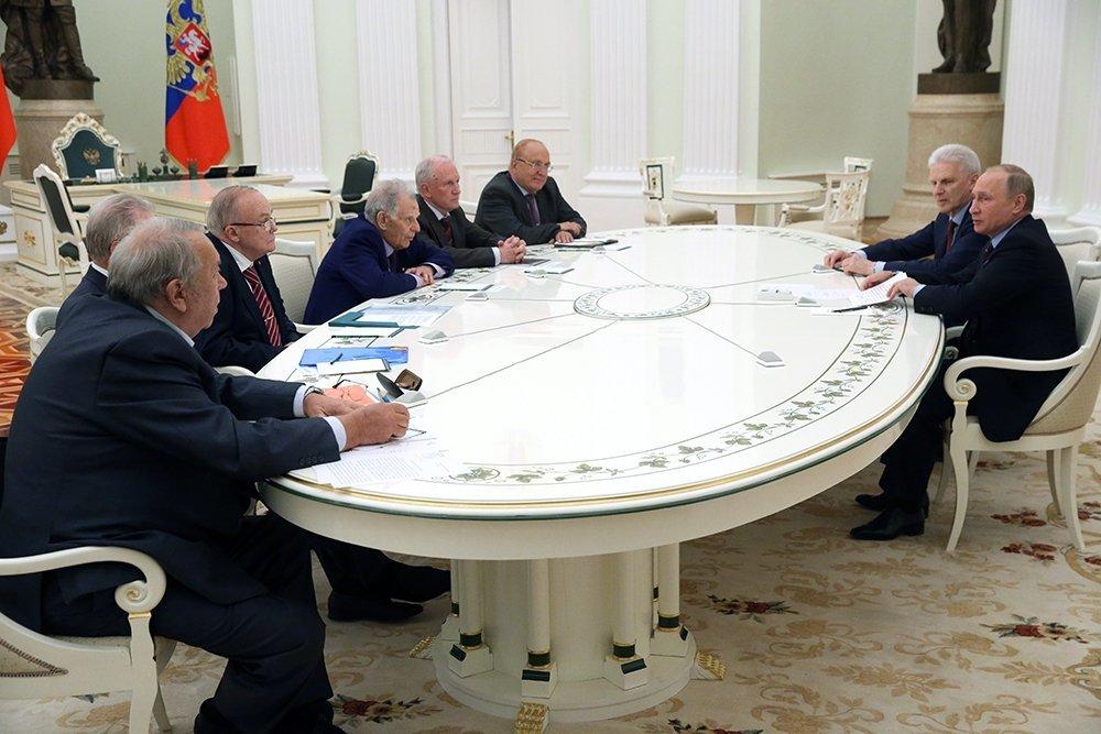 Необходимо идальше улучшать структуру РАН— Путин