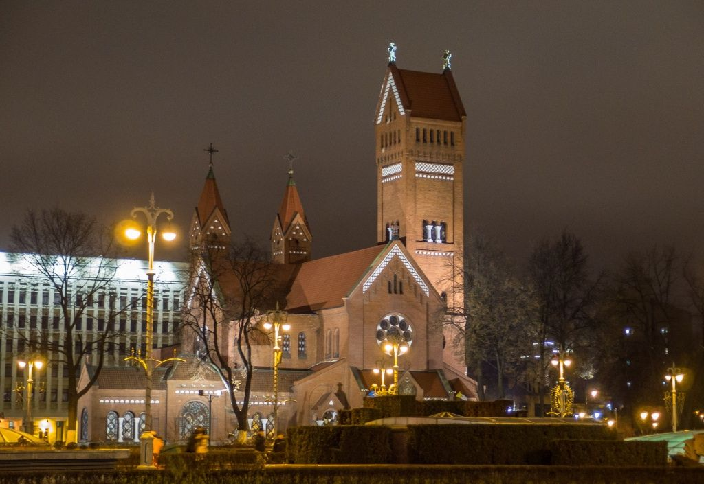 В Минске двое мужчин напали на сторожа Красного костела