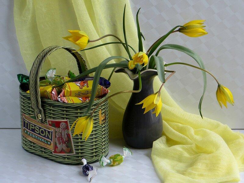 Натюрморт с полевыми тюльпанами