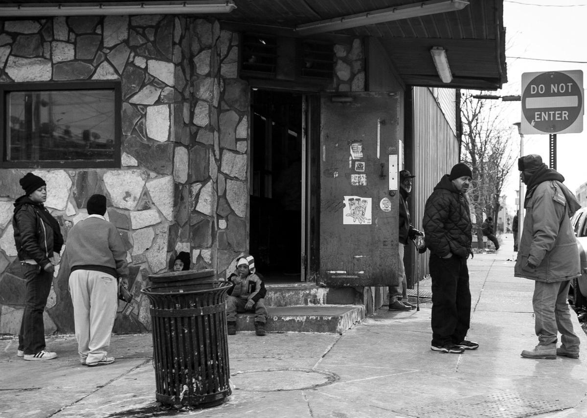 Неулыбчивая Америка: Черно-белая жизнь в бедных кварталах современного Балтимора (36)