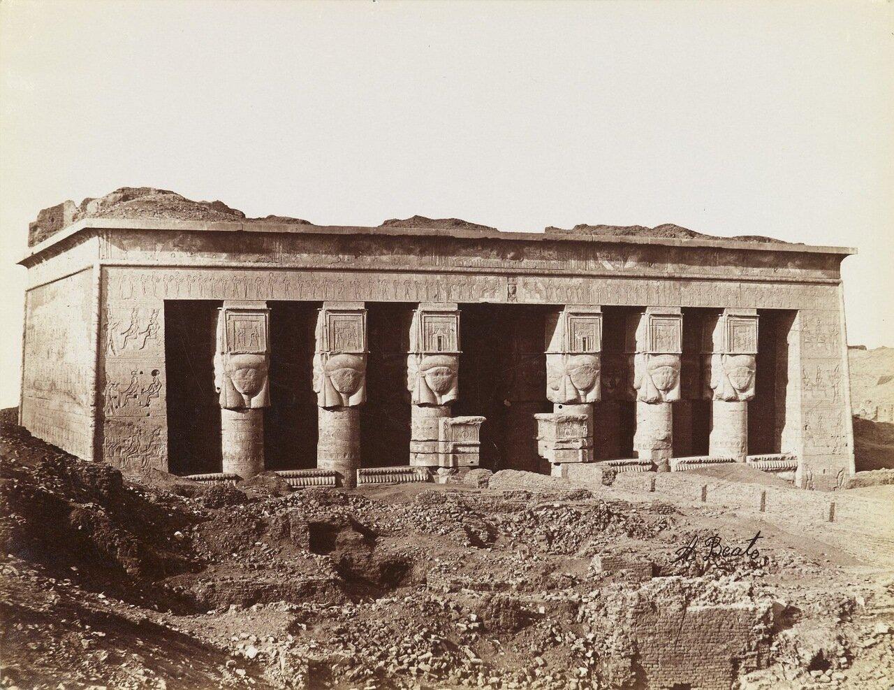 Храм в Дендере (Вид с северо-востока на фасад храма)