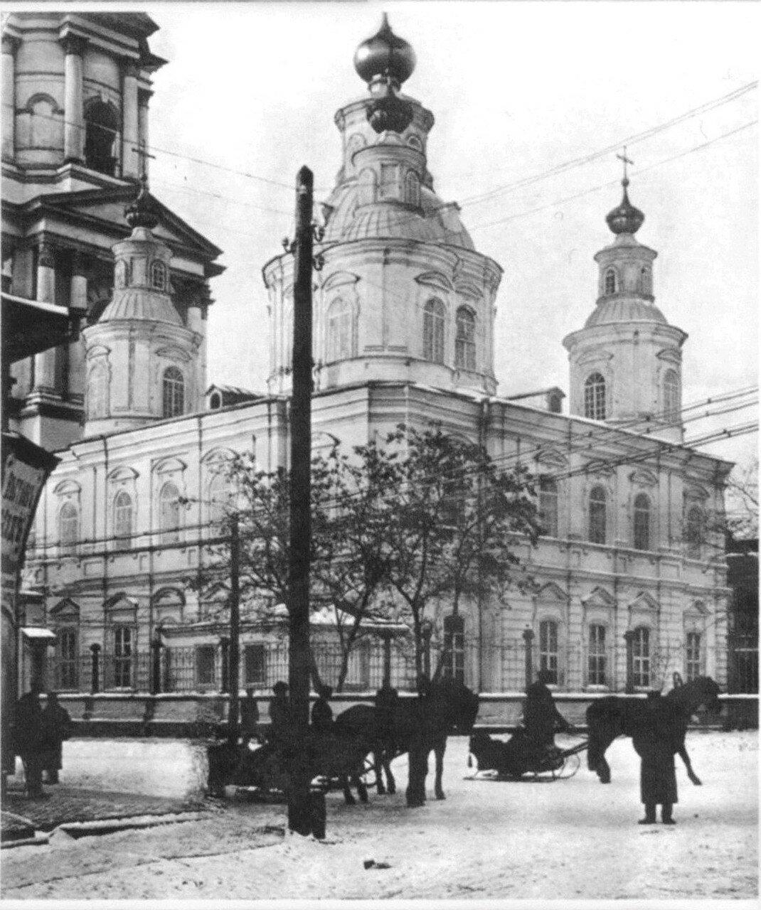 На Горяиновской улице у Собора