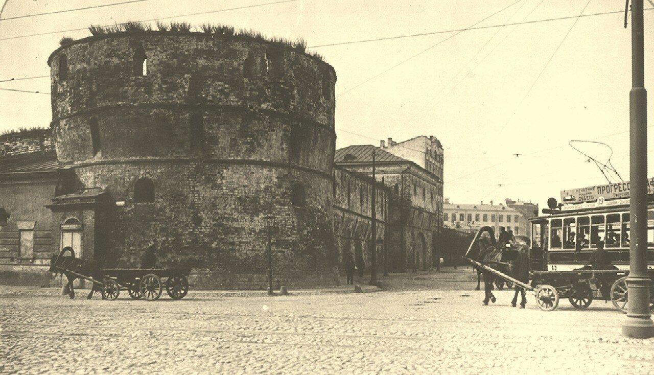 202. Круглая угловая башня (она же - Зачатьевская, Наугольная). 1913