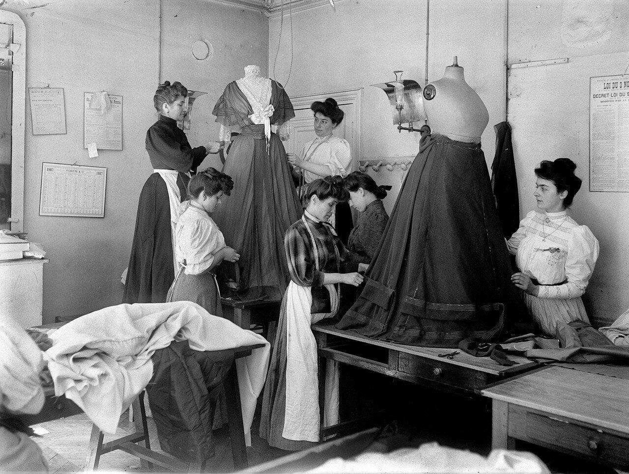 1907. Драпировка на лифе